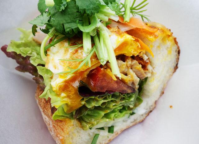 那覇壺屋ベトナム料理コムゴンのバインミー