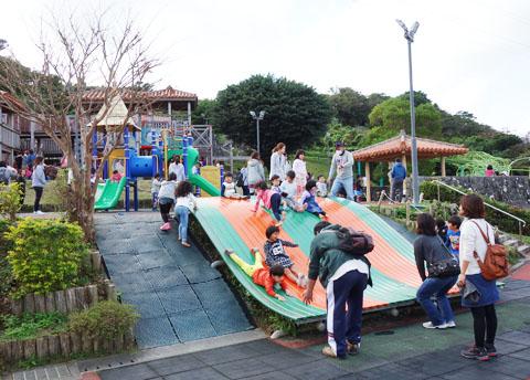 浦添市「浦添大公園」の遊具は楽しい!売店、駐車場、自然も充実してます