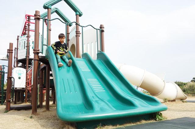 大里城址公園の緑の滑り台