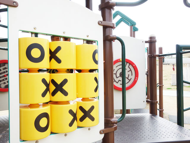 大里城址公園のマルバツゲーム遊具