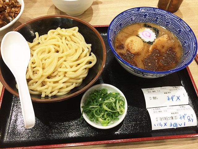 アクロスプラザ古島駅前店内の三竹寿のつけ麺