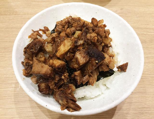 アクロスプラザ古島駅前店内の三竹寿の肉めし