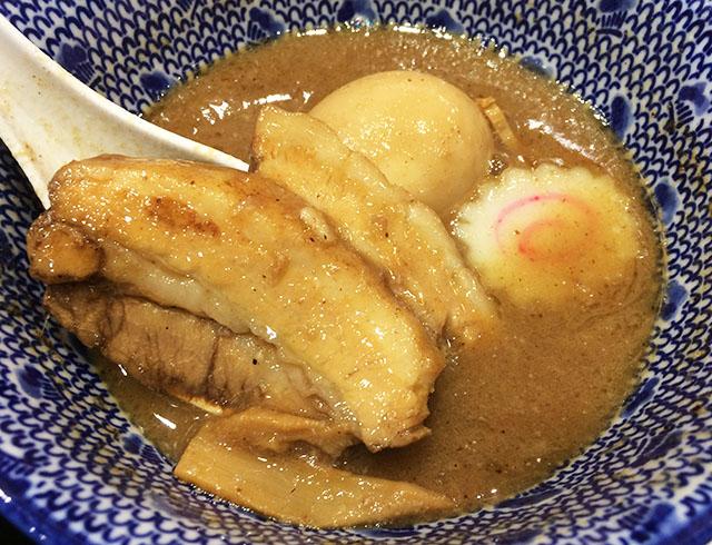 アクロスプラザ古島駅前店内の三竹寿の豚肉