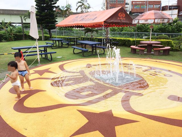 沖縄・牧港「A&W」に噴水プールがあるよ!子連れに絶対おすすめ!