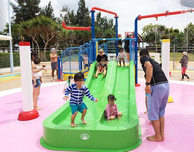 入場料金安すぎ!「北谷公園水泳プール」は遊具が楽しい!絶対行くべき