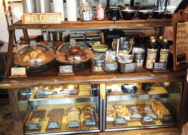 北谷ジバゴコーヒーのクッキーとケーキ