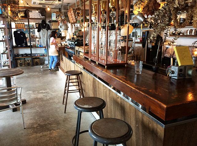 北谷ジバゴコーヒーの店内カウンター席