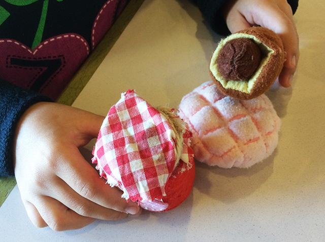 那覇首里金城ベーカリーパンのおもちゃ