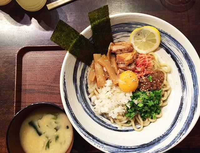 那覇前島麺屋れもん混ぜ麺と味噌汁
