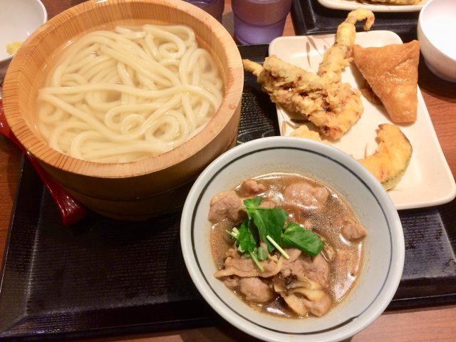 丸亀製麺の鴨つけ汁うどんと天ぷら