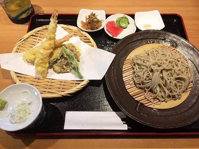那覇・久茂地の「日本蕎麦 かふう」でランチセットの天ぷら蕎麦をいただく!
