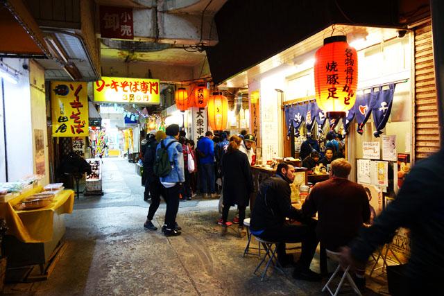 沖縄・那覇の松尾周辺の昼飲みがめちゃくちゃ盛り上がっているよ。
