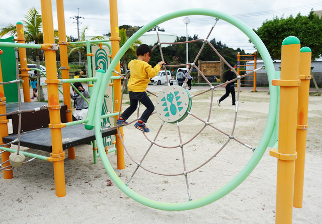 南風原の本部公園の遊具