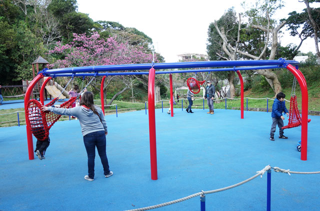 最新ブランコに大興奮!沖縄市の八重島公園へ遊びにいったよ