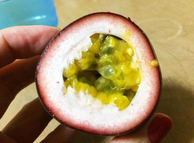 パッションフルーツの断面