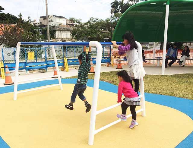 浦添大公園の新しい遊具のうんてい