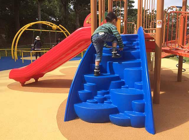 浦添大公園の新しい遊具の登り台