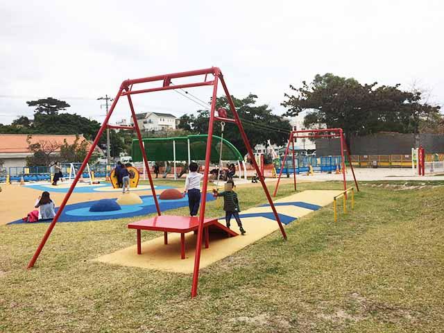 浦添大公園の新しい遊具のターザンロープ