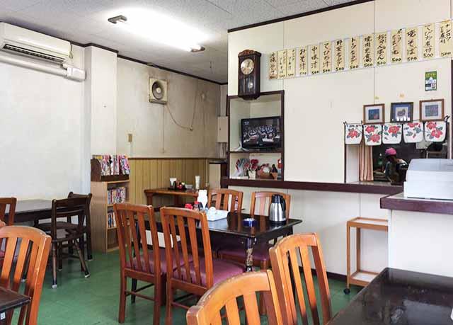 那覇県庁前だるま食堂の店内