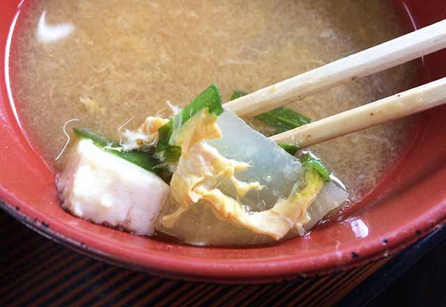 那覇県庁前だるま食堂の味噌汁