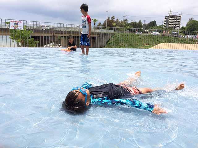 宜野座道の駅リニューアルオープン!公園の大型遊具やプールがあって最高に楽しい♪