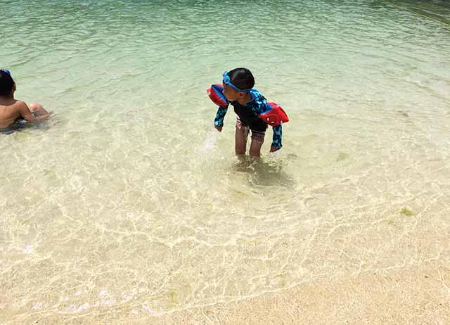 【子連れ海水浴】那覇・波の上ビーチは全然キレイ!真っ白い砂に透明度のある海!今までのイメージが吹き飛びました♪