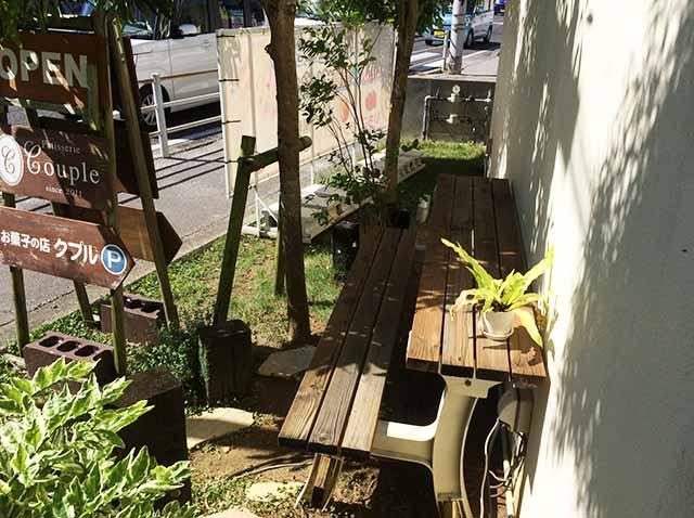 西原クプルの外のベンチ2
