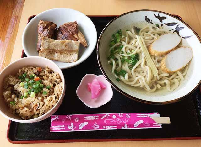 キッズスペースあり!うるま市勝連・平敷屋の沖縄そば『麺屋 丸翔』へ行ってきた!驚くほどクリアなスープ!