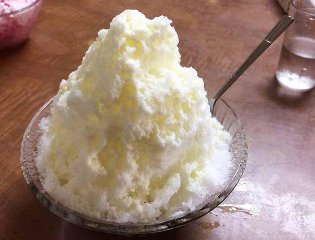 那覇・久米にある老舗かき氷店「千日」でミルク金時ぜんざいといちごミルクを食べた!