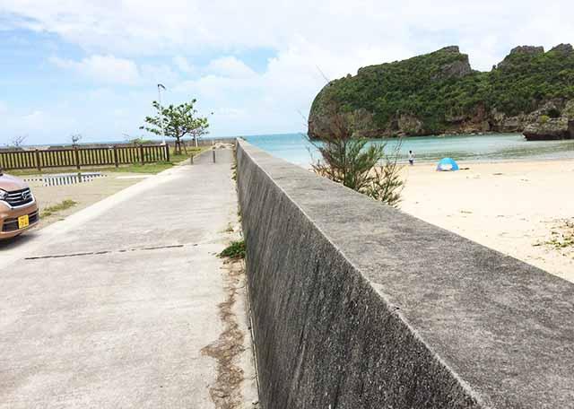 浜比嘉島のシルミチュー近くのビーチ