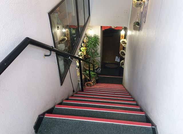 曙の柔カオマンガイの階段
