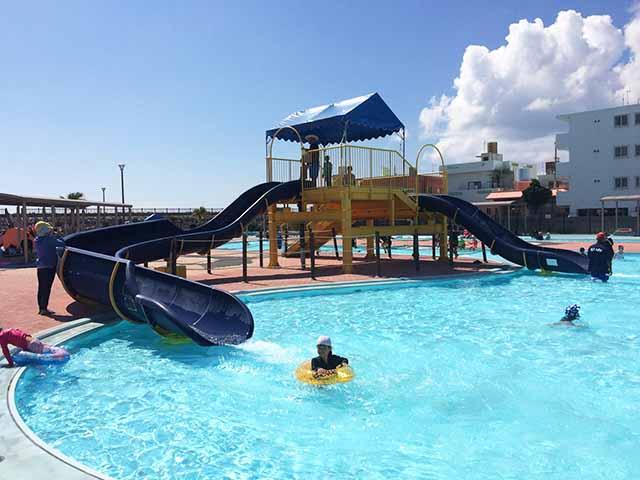 嘉手納ロータリー近くの最高なプール『兼久海浜公園ウォーターガーデン』で遊んできた!