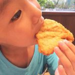 【5歳男の子の成長記録】生まれて初めてのケンタッキーを食べて大喜び!最近は身長が伸びたしカタカナも読める。