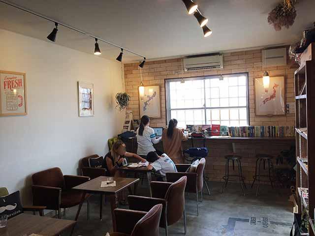 泡瀬のBB-Coffee(ビービーコーヒー)のお店の中