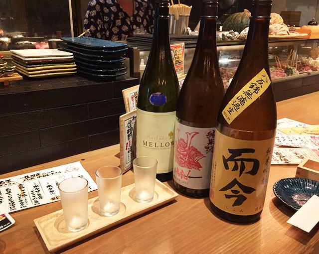 那覇牧志・一銀通り『八まる 』で豚バラ巻き串と日本酒3種飲み比べせんべろセットをしこたま飲んできた!