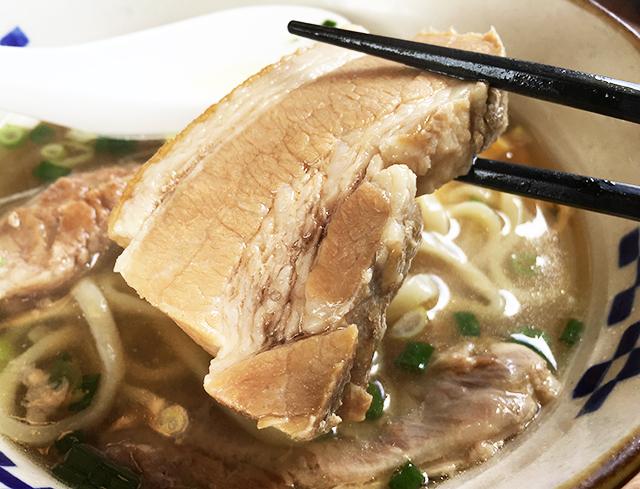 沖縄そばの三枚肉