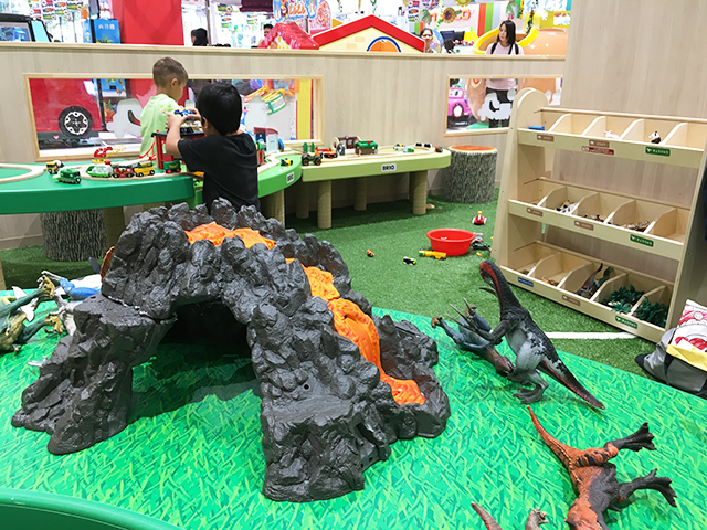 サンエー浦添パルコシティあそびパークの恐竜のおもちゃ