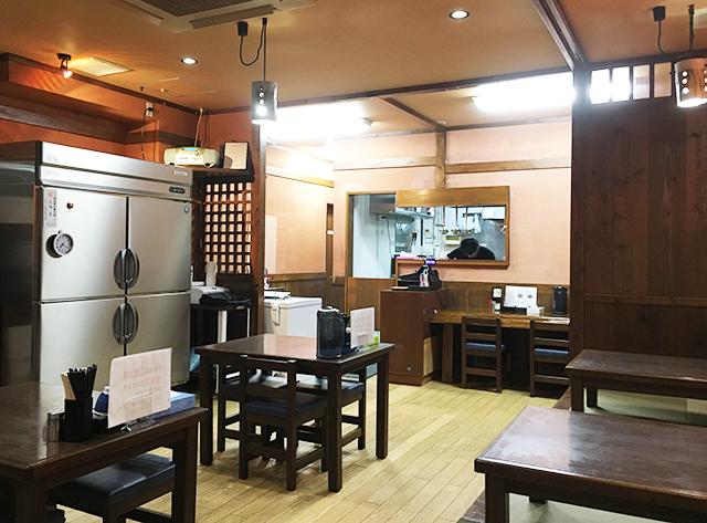 浦添琉球ラーメンアポロのお店の中の様子