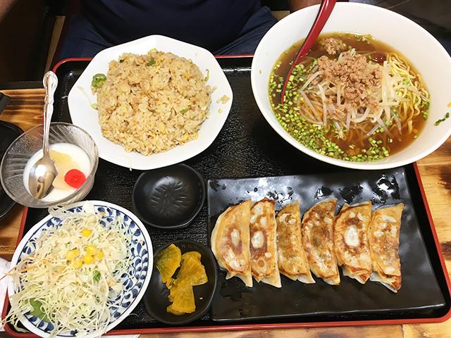 那覇国場福楽の焼き餃子定食