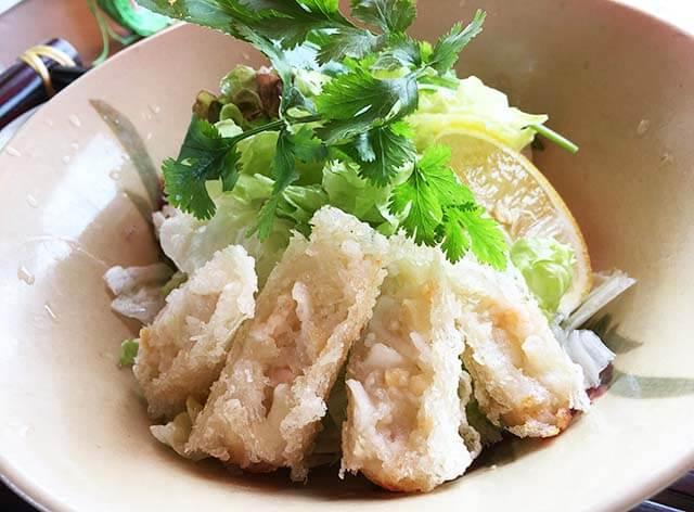 宜野湾ベトナムマーリーの揚げ春巻きと香草